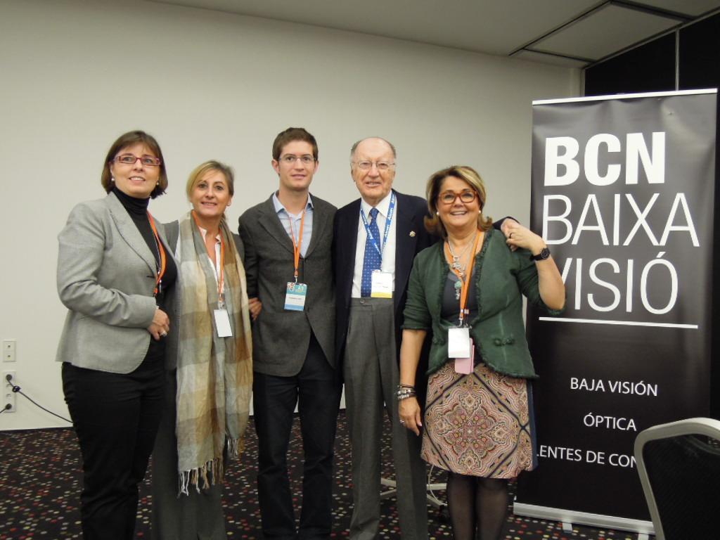 Visita de Joaquim Barraquer al stand de BCN Baixa Visió