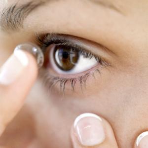 Cómo cuidar las lentes de contacto en verano
